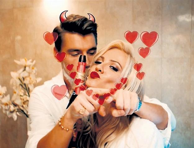 Оказаться на месте актрисы Полины МАКСИМОВОЙ рядом с Лешей ВОРОБЬЁВЫМ в клипе на песню «Самая красивая» хотели бы многие