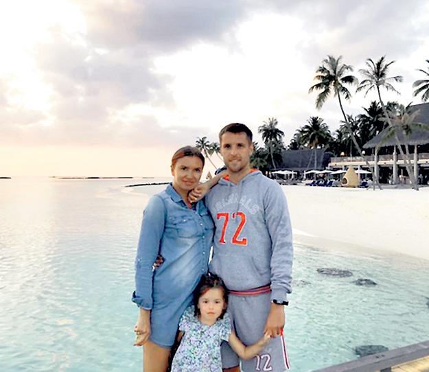 Дмитрий КОМБАРОВ кайфует с семьёй на Мальдивах…