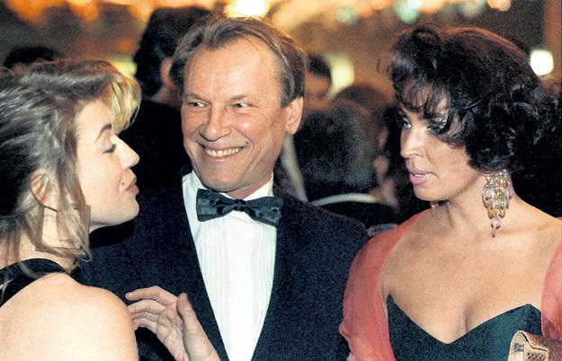 Поразительно, что даже рядом с такой очаровательной супругой, как Татьяна (на фото справа), Сергей Каюмович засматривался на других женщин