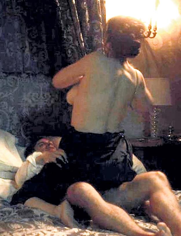 В сериале «Моцарт в джунглях» герои Моники БЕЛЛУЧЧИ и Гаэля Гарсии БЕРНАЛЯ показали, чем занимаются оперные артисты за кулисами