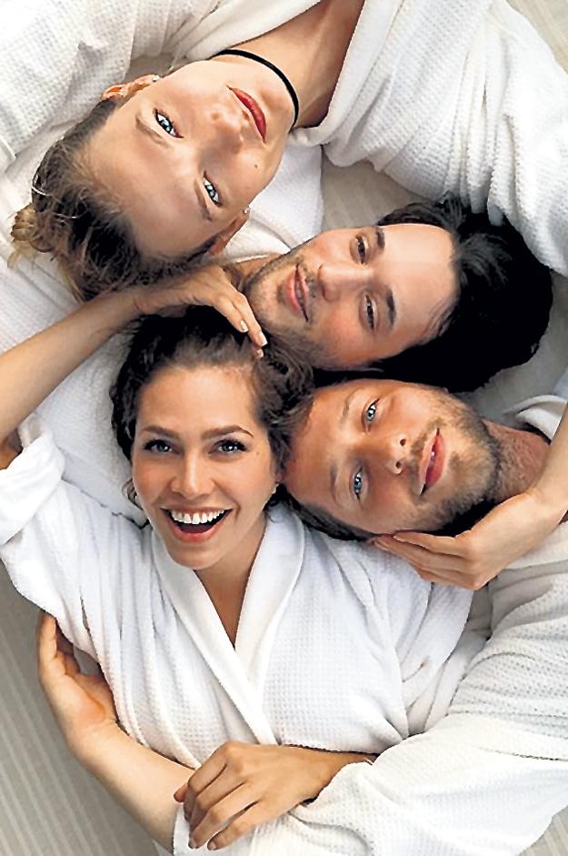 Карли КЛОСС, Ник БРАУН, Дерек БЛАСБЕРГ и Дарья ЖУКОВА. Фото: Instagram.com