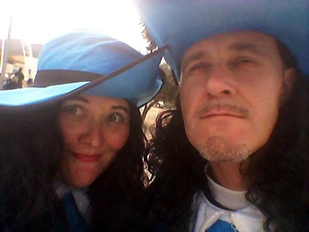 На первом нашем испанском карнавале мы были мушкетёрами