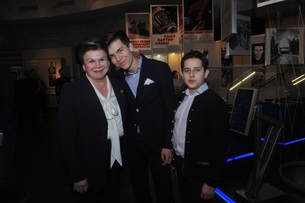 Валентина Терешкова с внуками Алексеем и Андреем (Фото: Евгения Гусева/