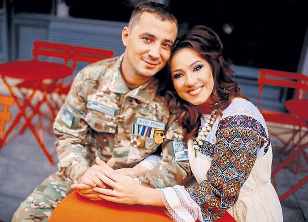 Титановый Джексон с женой - певицей Наталкой КАРПОЙ