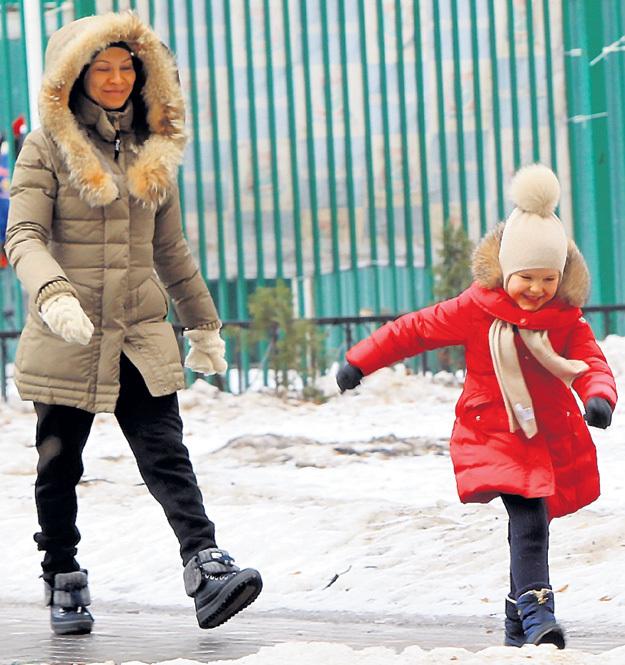 Всё свободное время Елена проводит с шестилетней дочкой Полиной... Фото Руслана ВОРОНОГО