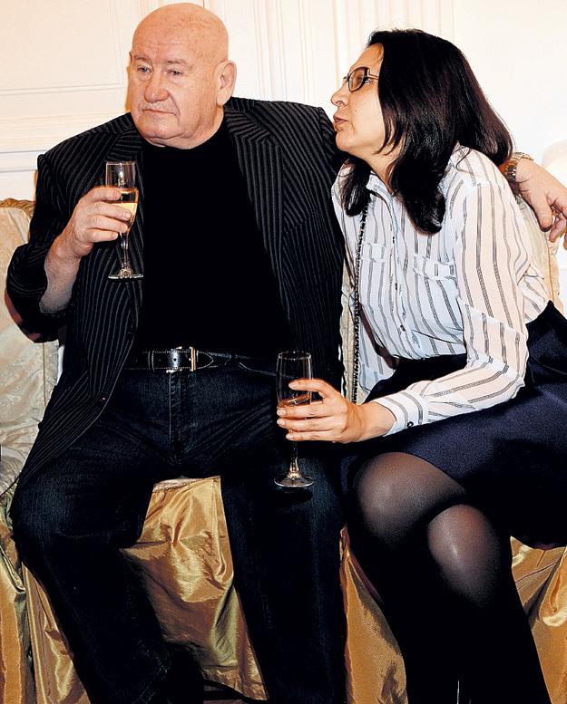 Марк РУДИНШТЕЙН поил жену Наталью шампанским