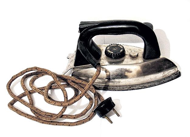Если советский утюг ломался, разобраться в простейшей электрической схеме и отремонтировать его мог любой рукастый мужик