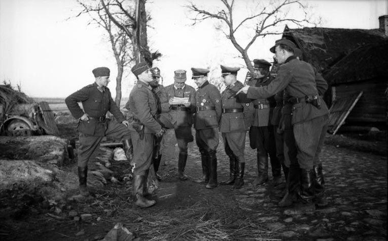 Коллеги Тоньки-пулеметчицы по Локотской республике. Источник: ru.wikipedia.org
