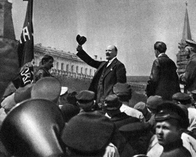 Ленин на параде частей Всеобуча в Москве. Фото: Википедия
