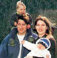 СЕМЬЯ МОРЕТТИ: с женой Джулией, дочерью Антонией и сыном Ленцем