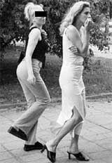 КАЛИНИНГРАДСКИЕ ПУТАНЫ: компаньонка Ольги (в брюках) не может опомниться от происшедшего с подругой