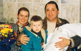 В РОДДОМЕ: мама Алла, Денис, папа Владимир и Алеша