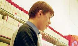 ПОНЯТЛИВЫЙ КОНСУЛЬТАНТ МАГАЗИНА &#034АРБАТ-ПРЕСТИЖ&#034: свой свояка видит издалека