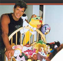 ЛЮБЯЩИЙ ОТЕЦ: дом Газоллы забит детскими вещами и игрушками
