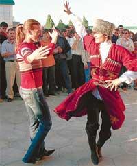 НА РОДИНЕ ОТЦА В ДАГЕСТАНЕ: какой джигит откажется от танца с Исинбаевой?