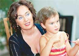 ЛАРИСА ГУЗЕЕВА С ПЯТИЛЕТНЕЙ ОЛЕЙ: дочка пришла с мамой на съемки. Пока что не играть, а просто посмотреть