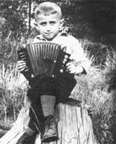 ГАРМОНИСТ (1950): музыкальный слух Юра развивал с детства