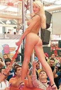 АУКЦИОН: ношеные трусики актрисы буквально вырвали из рук