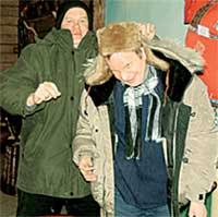 ФИНИШ: Боровиков сам одел невменяемого Казакова и проводил до дома