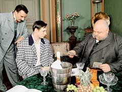 УТЕСОВА ПРИНИМАЮТ В ТЕАТР: слева актер Игорь Лагутин, справа - Анатолий Дьяченко (после съемок скоропостижно скончался)