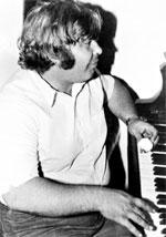 МОЛОДОЙ КОМПОЗИТОР: Анатолий в своей московской квартире (1978 год)