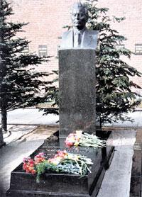 МОГИЛА ЧЕРНЕНКО: он был последним, кого похоронили у Кремлевской стены