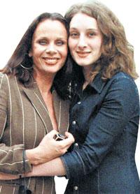 С НЕЗАБВЕННОЙ МАМОЧКОЙ: до последнего дня жизни великой актрисы дочь была рядом с ней