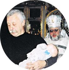 КРЕСТИНЫ ПОЛИ: в храме в подмосковном Куркино кроха «подмочила репутацию» крестному отцу Леониду Якубовичу, а тот радовался, что погуляет на ее свадьбе