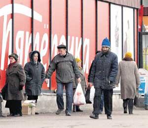 НЕРАЗБОРЧИВЫЙ УЧЁНЫЙ: покумает продукты в магазине для низших слоёв населения