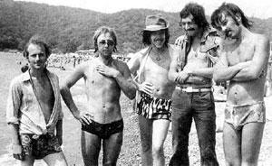 НА ОТДЫХЕ: Макаревич с друзьями частенько черпал вдохновение на пляжах (Новомихайловка, 1977 г.)