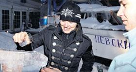 МАРТИНА ХИНГИС: охлаждала водку, пуская её по ледяному желобу