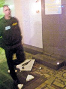 ...осколки мраморной плиты не убирали до приезда следователей