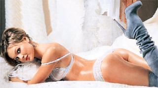 РОКОВАЯ КРАСОТКА: снимок из фотосессии для мужского журнала