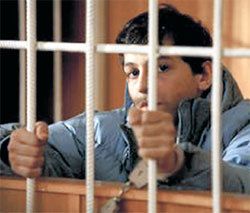 Судьба этого мальчика (актёр Абти МАГАМАЕВ) в руках 12-ти