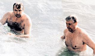 Александр Васильевич не расставался с Борисом Николаевичем даже в воде