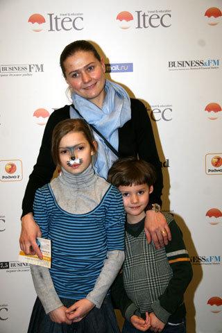 Мария ГОЛУБКИНА с дочкой Настей и сыном Ваней