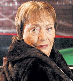 Анни ЖИРАРДО сыграла французскую журналистку мадам Жирард