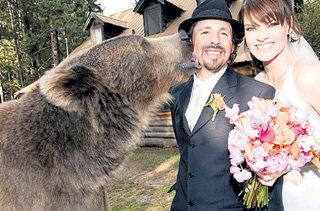 Брутус первый поздравил хозяина с женитьбой на кинозвезде