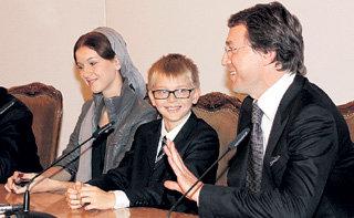 Руслан БАЙСАРОВ устроил теледемонстрацию своих нежных чувств к сыну Дени и дочке Камиле