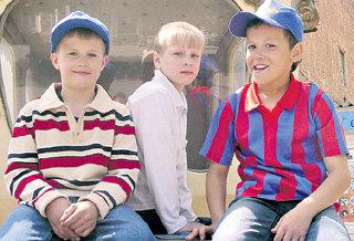 Приятели Славы - Алексей, Иван и Костя - друга в беде не бросили