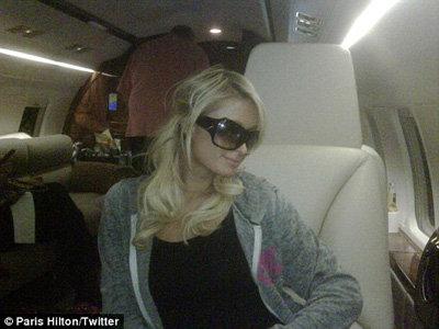 Пэрис прилетела из Лос-Анджелеса в Лас-Вегас на частном самолёте. Фото из него выложила в твиттере