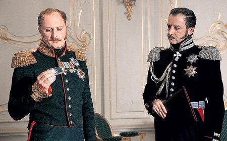 Николай I (Андрей ЗИБРОВ) отдает указания Ивану ПАСКЕВИЧУ (Валерий СОЛОВЬЁВ), главнокомандующему на Кавказе и женатому на сестре поэта и дипломата