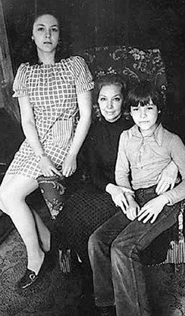 Ирина с дочерью Алёной и сыном Федором (конец 70-х годов)
