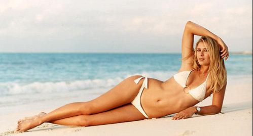 Так же, как и Анна Вьялицына, Мария Шарапова в своё время снялас для спецвыпуска купальников Sports Illustrated