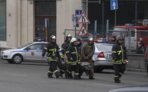 По уточненным данным, при взрывах в столичном метро погибли 35 и ранены 73 человека. Фото АР
