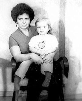 Саша с мамой Ниной Дмитриевной (1978 г.)