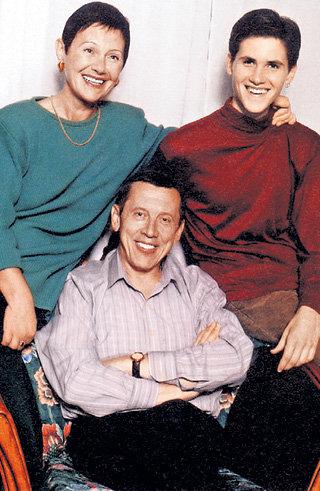 Валерий ЗОЛОТУХИН с женой Тамарой и сыном Сергеем, который в марте 2007 года в возрасте 27 лет покончил с собой