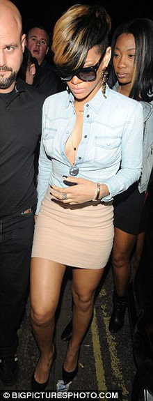 После концерта Рианна отправилась тусоваться в ночной клуб. Фото Daily Mail