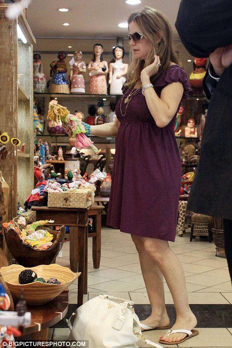 Актриса уже присматривает детские вещички и игрушки для будущего малыша. Фото: Daily Mail