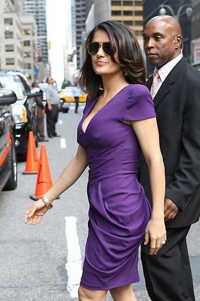 В свои 43 года актриса великолепно выглядит - стройная фигура и крепкая грудь безо всякого бюстгальтера. Фото: Zimbio.com